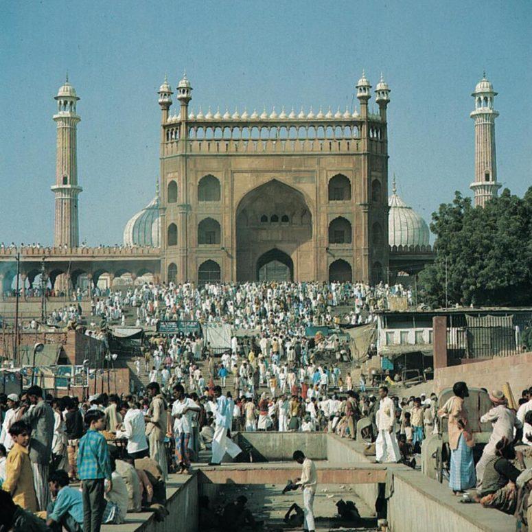 Muslims flock