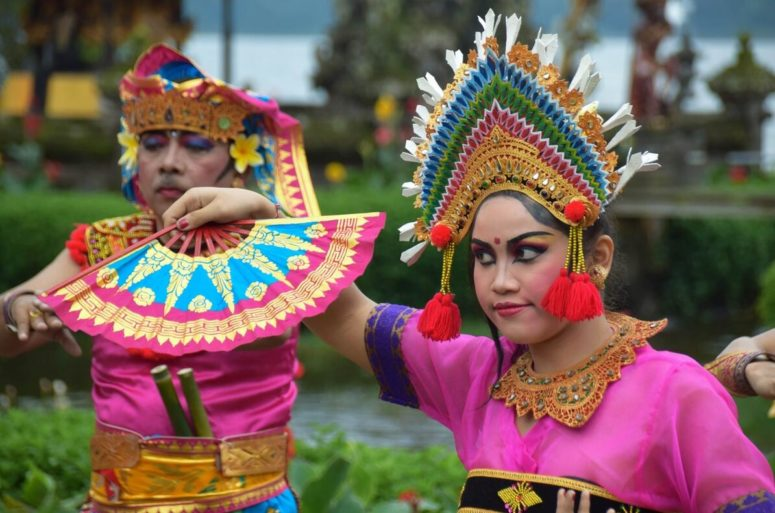 Two Indonesian dancers