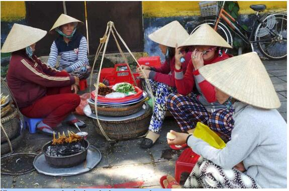 Vietnamese street food takes the language as it goes