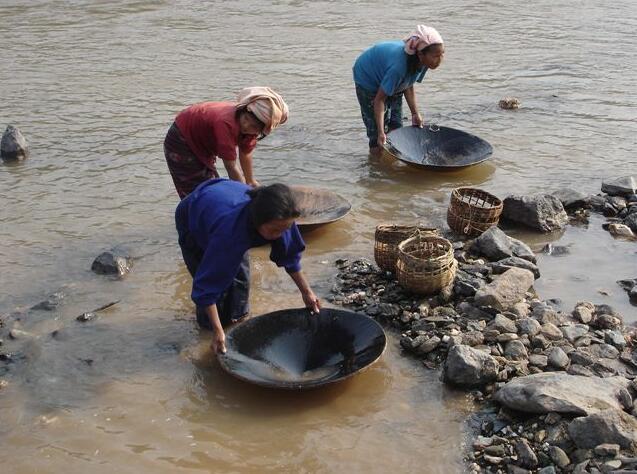 Gold prospecting in Sumatra