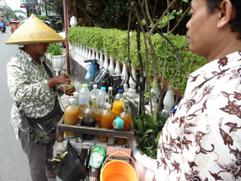 Mobile sales stand for traditional herbal medicine